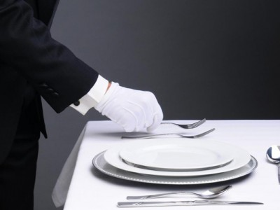 Service plate – why do people put a plate on a blank one?